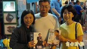 民眾黨主席柯文哲(中)去年組黨前曾赴恆春,現在恆春鎮長將補選,民眾黨動向也備受關注。(記者陳彥廷攝)