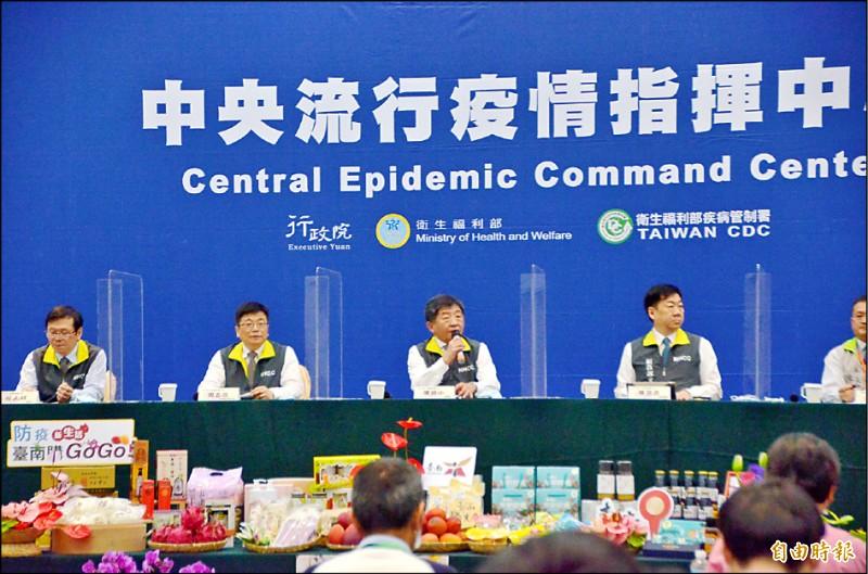 中央流行疫情指揮中心昨日宣布武漢肺炎病例零確診,423人解除隔離,連49天無本土病例。(記者吳俊鋒攝)