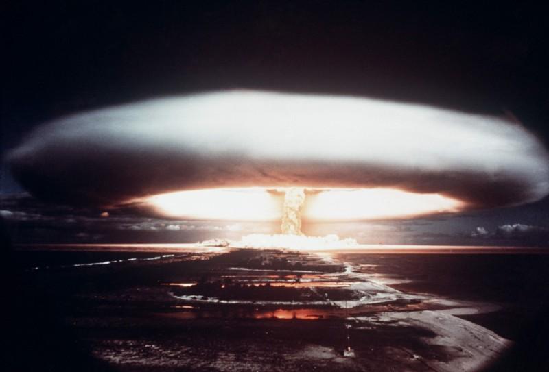美國學者魯賓認為,讓台灣擁有核武,能對中國有所威嚇。圖為1971年法國在南太平洋法屬波利尼西亞進行的核試爆。(法新社檔案照)