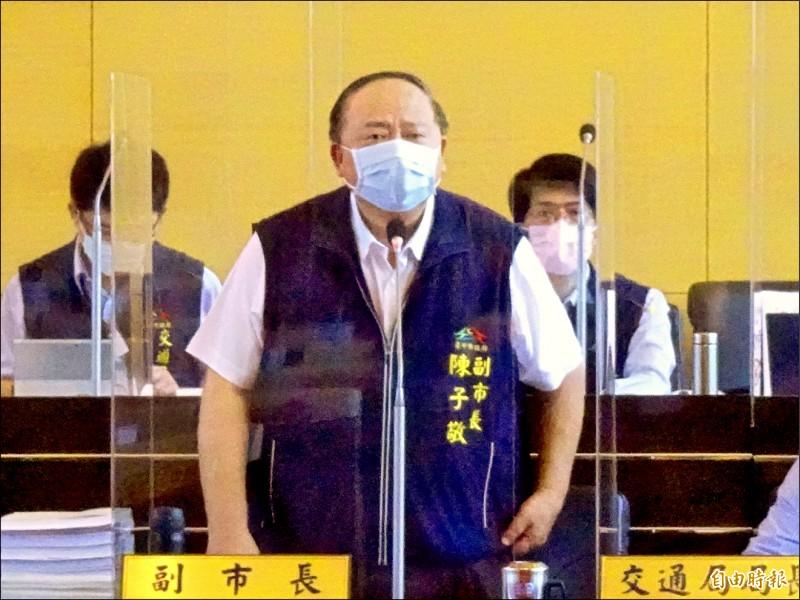 台中市議員陳世凱問副市長陳子敬「大甲三寶」是哪三寶?大甲出身的陳也答錯。(記者張菁雅攝)