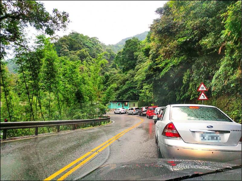 張姓用路人昨天前往台北,不僅碰到雪隧塞車,連北宜公路也出現壅塞,久違車潮讓他驚呼「觀光客真的回來了」。(張姓用路人提供)