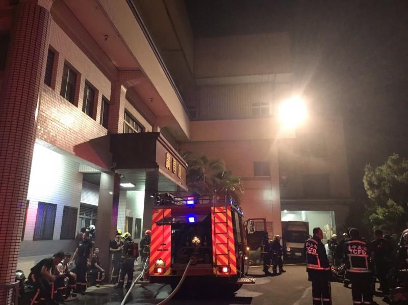 台中市大雅區膠囊工廠凌晨起火 幸無人受困傷亡