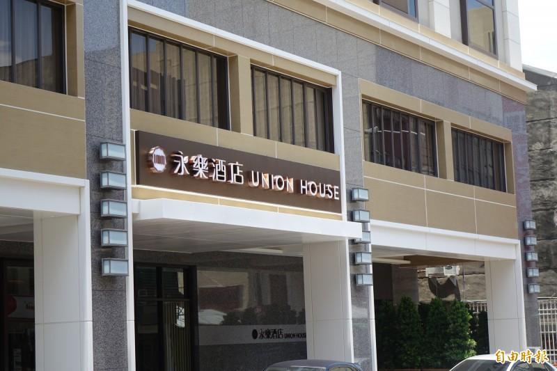 鹿港永樂酒店是鹿港第一家國際級飯店,在疫情趨緩下,假日滿單到9月。(記者劉曉欣攝)