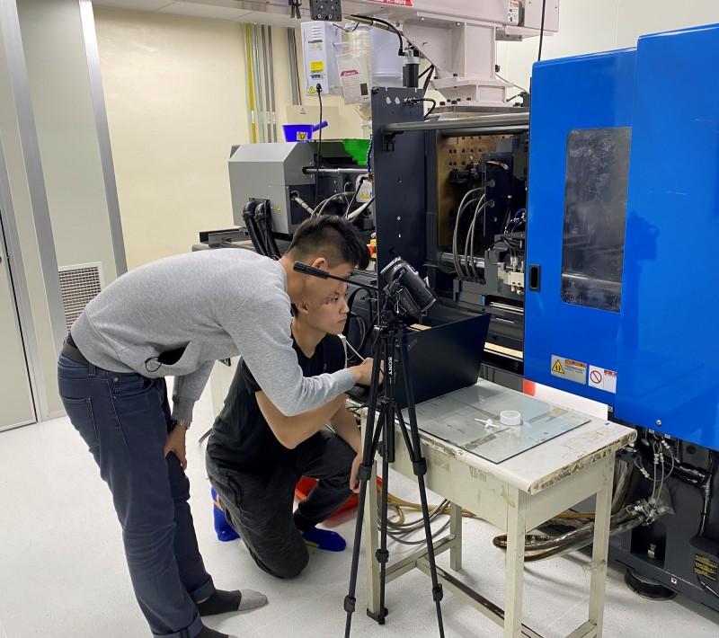 台科大前瞻智能影像暨視覺技術研究中心以人工智慧協助工廠產線上即時光學檢測 。(台科大提供)