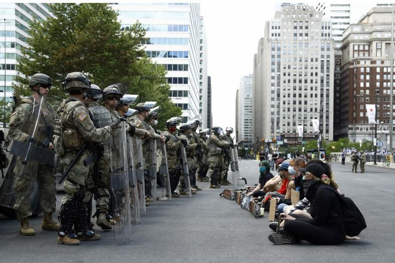 美國已有24個州級行政區部署國民兵,人數多達17000人。(美聯社)