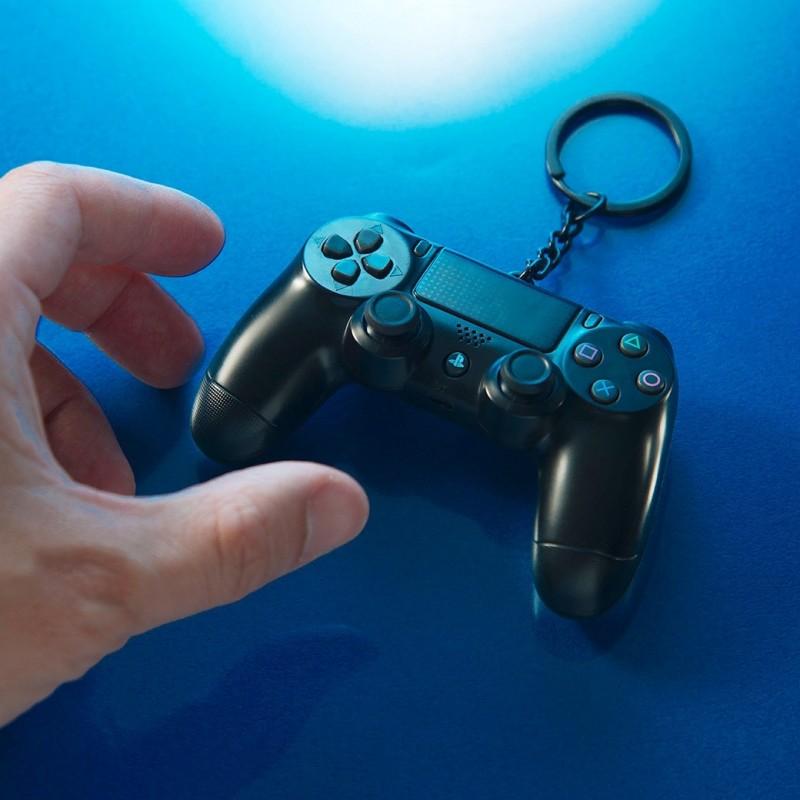 悠遊卡公司今天推出與索尼遊戲主機PS4合作的DUALSHOCK®4無線控制器(DS4)造型悠遊卡。(悠遊卡公司提供)