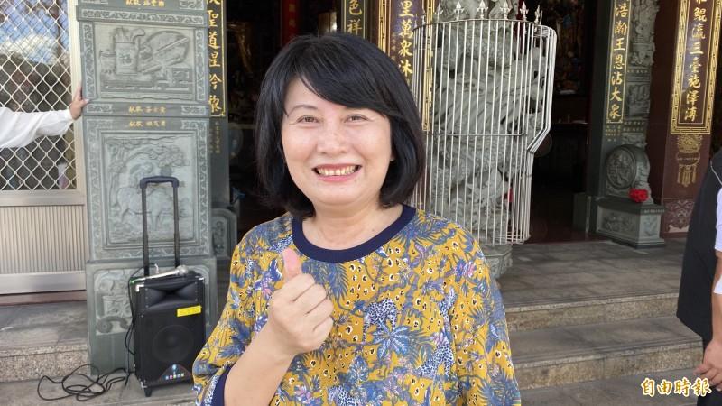 台南市長夫人劉育菁要民眾將3000元振興券花足花滿,不要客氣。(記者楊金城攝)