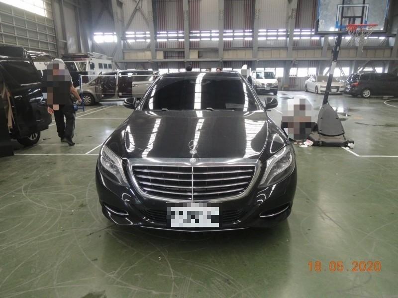 中檢查扣陳姓金主的賓士豪車,今天拍賣得款156萬元。(記者張瑞楨翻攝)