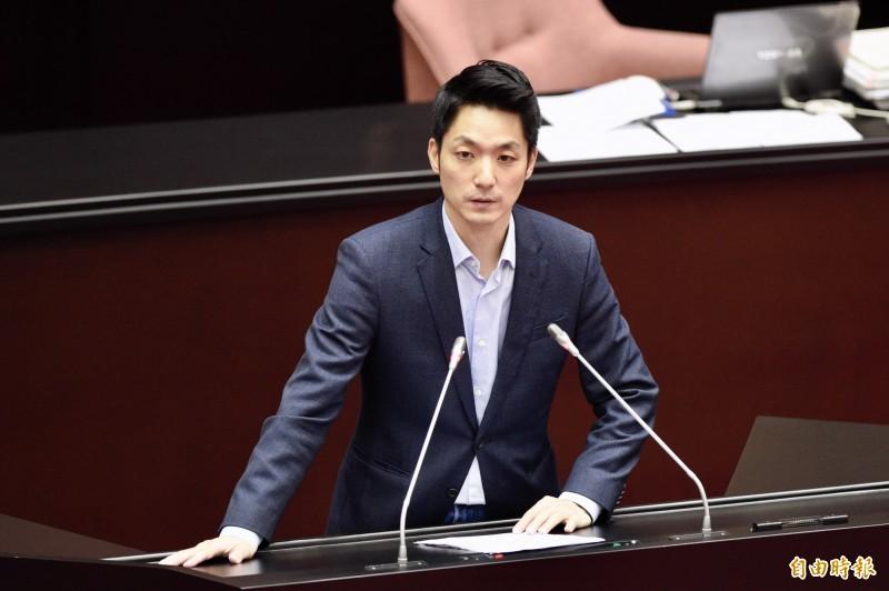 國民黨團書記長蔣萬安表示,照目前公佈的方法,民眾聽得霧煞煞,覺得振興三倍券複雜難用。(資料照)
