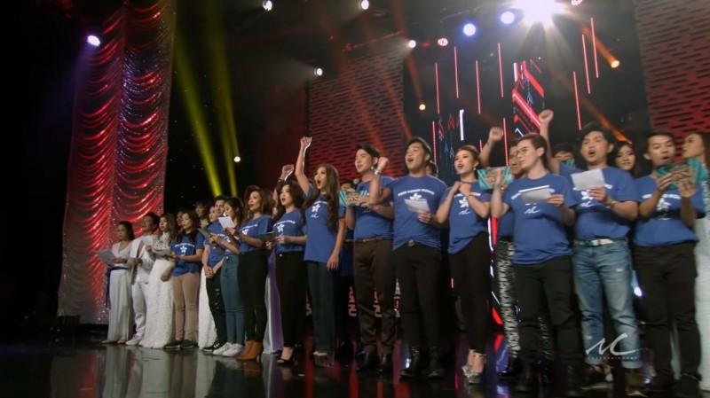 近來,網路上廣傳一段越南藝人齊聚同台,合唱越南語版香港反送中主題曲《願榮光歸香港》的影片。(圖擷取自Youtube_Minh Chanh Entertainment)