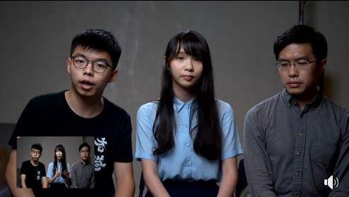 外傳中國國家主席習近平將在秋季造訪日本,黃之鋒等香港多位泛民派人士(見圖)接日媒採訪時喊話,籲請安倍政府慎重考慮。(圖擷取自Facebook「黃之鋒 Joshua Wong」)