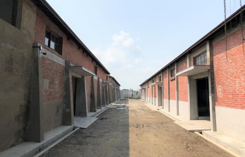 列入台南市歷史建築的台鹽隆田儲運站5棟倉庫,去年修復竣工。(記者楊金城翻攝)
