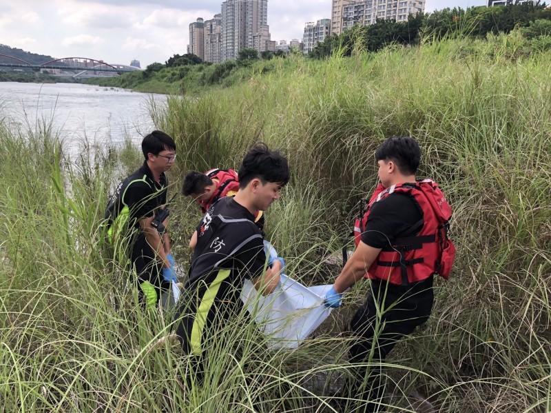 警消於今日下午發現男高中生遺體。(記者陳薏云翻攝)
