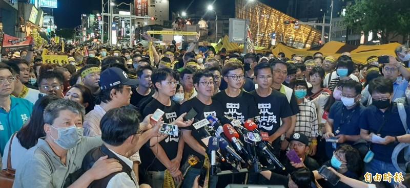 罷韓四君子強調高雄會贏、台灣會贏,呼籲市民明天儘早去投票。(記者李惠洲攝)