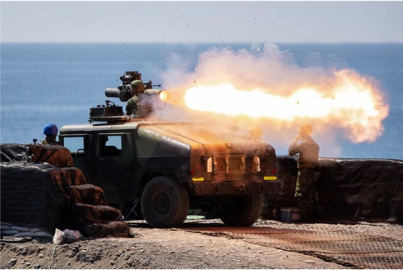 拖式飛彈實彈射擊,發射瞬間噴出長長的焰流。(圖:青年日報提供)