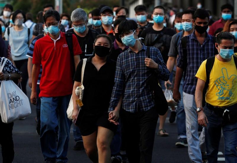 星國外交部長維文5日表示,新加坡穿戴式病毒接觸追蹤裝置如研發成功,將分發給全國居民使用。(路透)