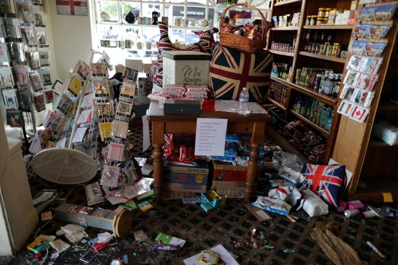 美國社會動盪,有店家遭到砸毀。(路透)
