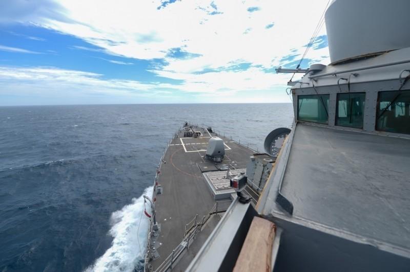 美國海軍第七艦隊今天發布「伯克級」驅逐艦羅素號(USS RUSSELL DDG-59)穿越台灣海峽的訊息。(翻攝自美國海軍第七艦隊臉書)