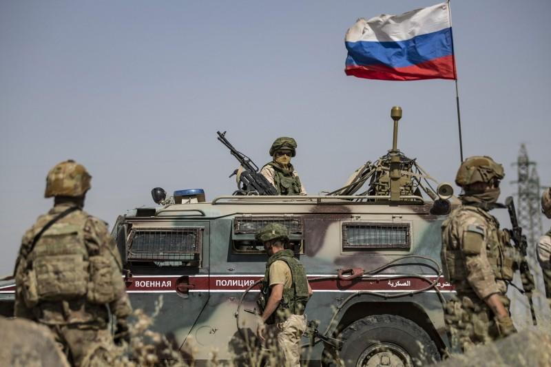 負責近東事務的美國助理國務卿沈克近日公開抨擊俄羅斯,要求俄羅斯離開中東地區,而俄國提出回應則稱美國才是沒被邀請的國家。(法新社)