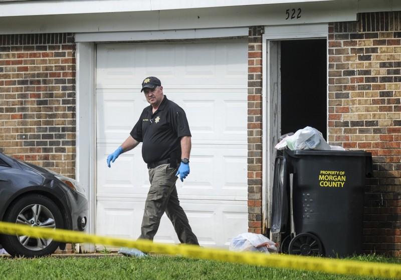 美國阿拉巴馬州一處建築物內發生槍擊案,7人中彈倒斃屋內。圖為案發現場。(美聯社)