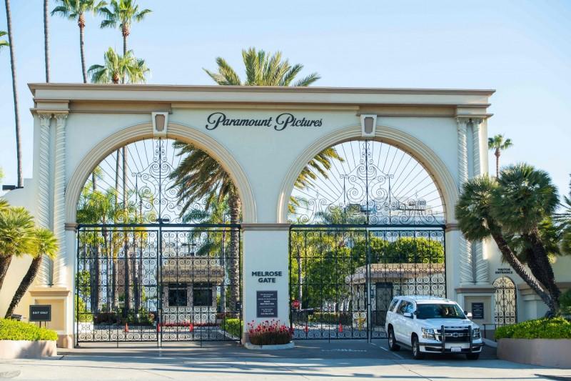 加州州長辦公室宣布,最快12日起可恢復電影、電視和音樂等影視產業製作。圖為疫情期間關閉的派拉蒙影業(Paramount Pictures)片場。(法新社)