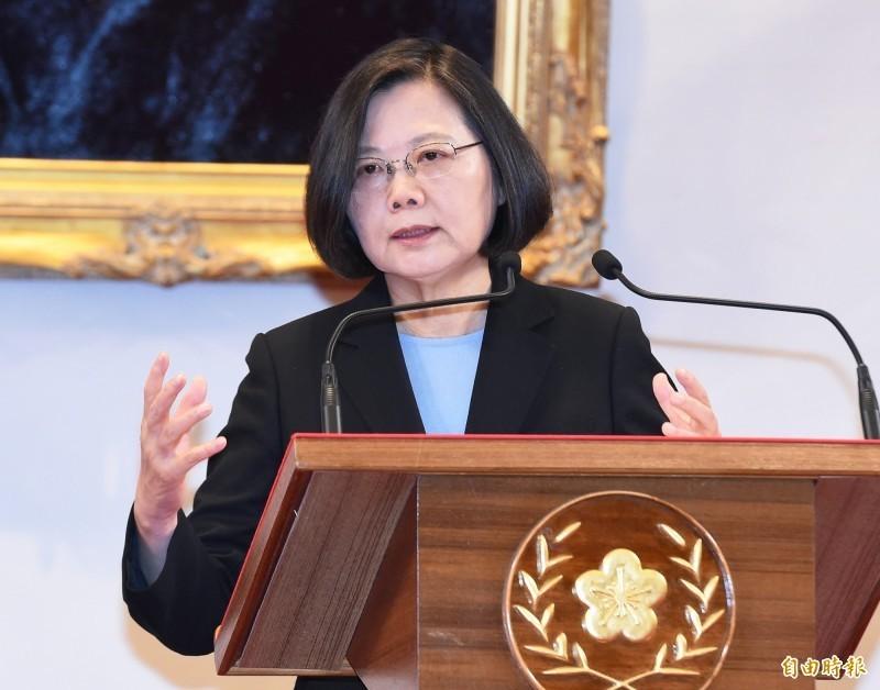 高雄市長韓國瑜罷免案今日通過,總統蔡英文(見圖)表示,這個結果是給所有政治人物最大的警惕,人民可以賦予我們權力,當然也能夠收回。(資料照)