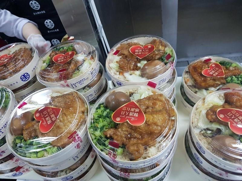 指揮中心指揮官陳時中表示,解封後雙鐵緊鄰座位乘客不要同時進食。(資料照)