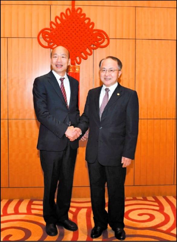高雄市長韓國瑜被罷免,香港眾志秘書長黃之鋒昨在臉書表示,「台灣人今天的抉擇正是拒絕一個走進中聯辦、對中共頻頻示好的市長」。(資料照)