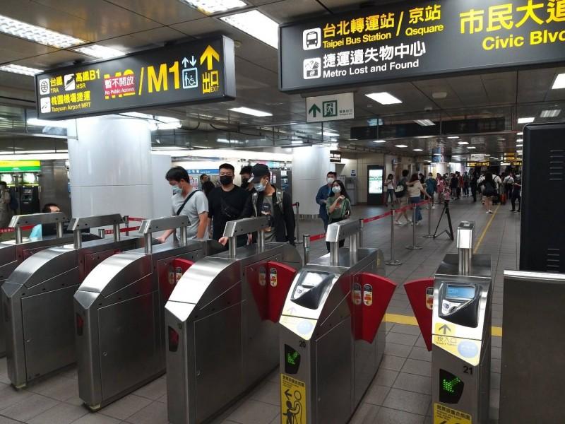 台北捷運今天起放寬口罩規定。(北捷提供)