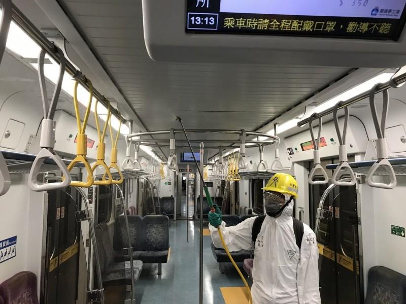 環保公司每天消毒超過200輛列車車廂。(台灣斯巴克提供)