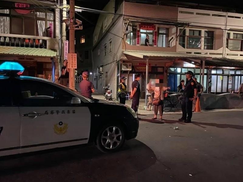 爭議不斷的檢舉達人蘇姓婦人,昨晚在拱天宮外推傷女警遭逮捕,檢察官今處分限制住居。(記者鄭名翔翻攝)