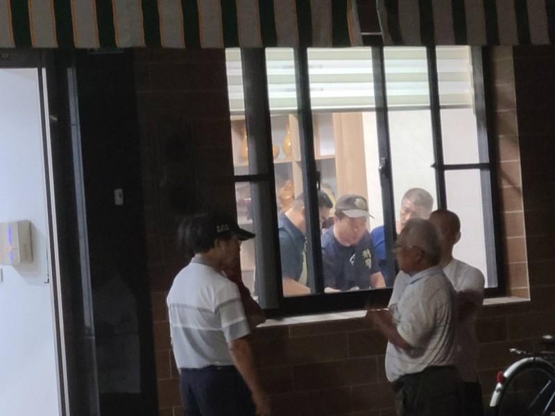台南市北區1間民宅今晚驚傳疑似縱火,楊姓婦人疑在浴室內全身燒得焦黑,當場氣絕身亡,警方正調查死因。(記者王俊忠翻攝)