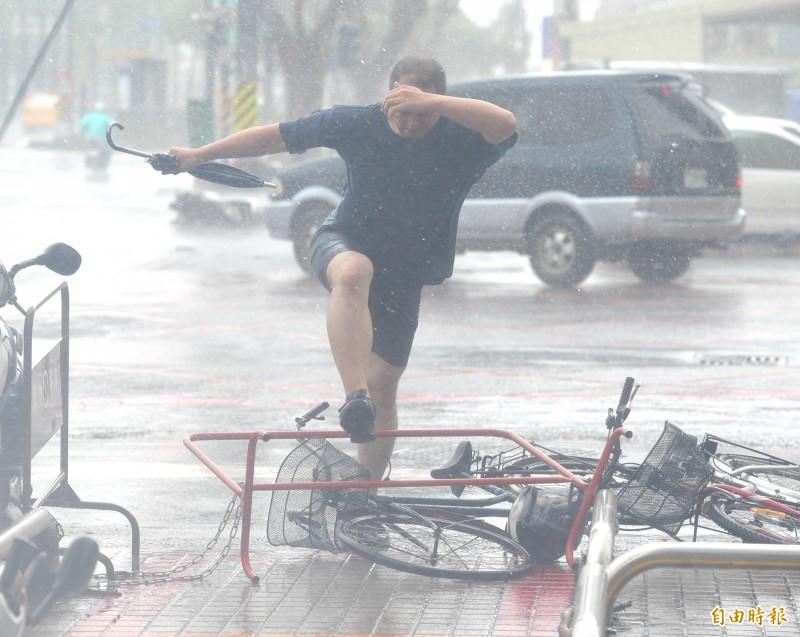 氣象局指出,鋒面接近台灣,民眾應慎防雨勢、雷擊與強陣風。(資料照)