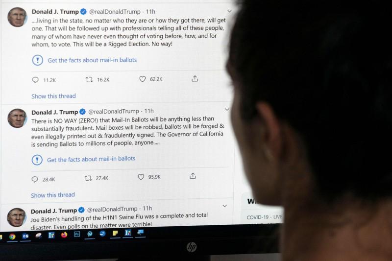 川普在上週五,於24小時中在推特發文或轉貼文章數達到200條,創其帳號新高。(法新社)