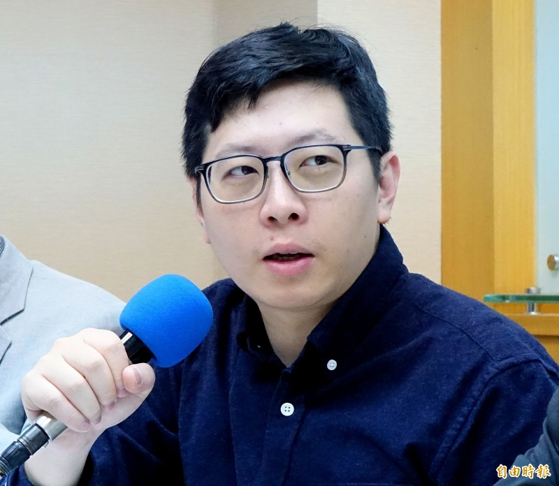 王浩宇(見圖)宣布,明天服務處暫停服務一天。(資料照)