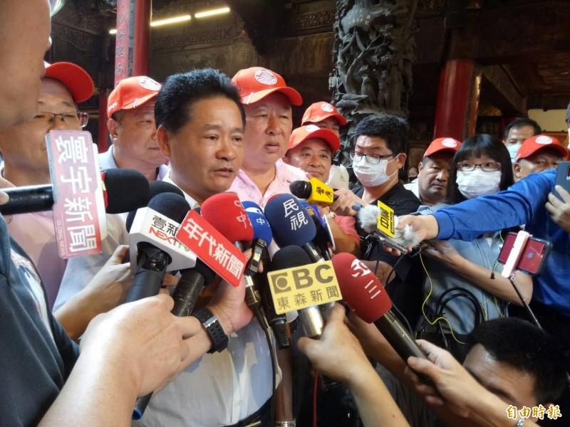 鎮瀾宮副董事長鄭銘坤宣布起駕日期。(記者張軒哲攝)
