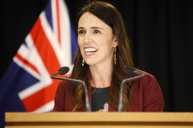 紐西蘭總理阿爾登3月初受訪時就提到,會遵循「台灣模式」建立防疫措施。(美聯社資料照)
