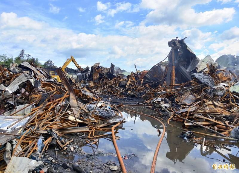 紙風車與綠光劇團位於新北市八里的布景道具工廠風之藝術工作室,6日凌晨發生重大火災,28年來累積的創作資產全數燒毀,損失慘重。(資料照)
