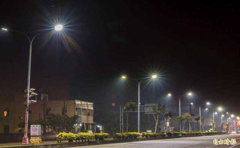 台中市推動路燈認養,每盞1000元,不僅可做公益,還可扣除所得稅,但市議員爆料,目前只剩兩盞有人認養。(資料照)