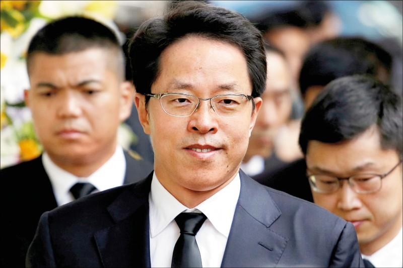 中國國務院港澳事務辦公室副主任張曉明八日發表網路演說,聲稱中國人大通過「港版國安法」的立法授權,是被香港的反對勢力所迫。(路透檔案照)