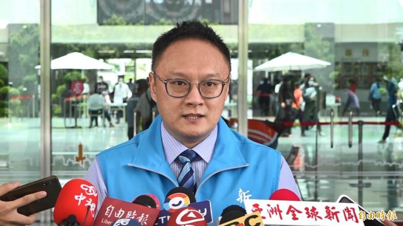 高雄市新聞局長鄭照新表示,這陣子市長會造訪地方政壇高威望、重要人士,拜訪黃昭順也是一樣。(記者李惠洲攝)