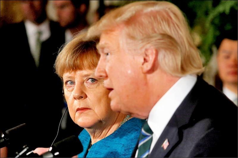 美國總統川普(圖右)傳出下令9月將從德國撤軍9500人,從目前3.45萬官兵減至2.5萬,減幅超過4分之1,消息一出讓德國總理梅克爾(圖左)直呼,「華府未提前通知盟友,完全不能接受」。(路透資料照)