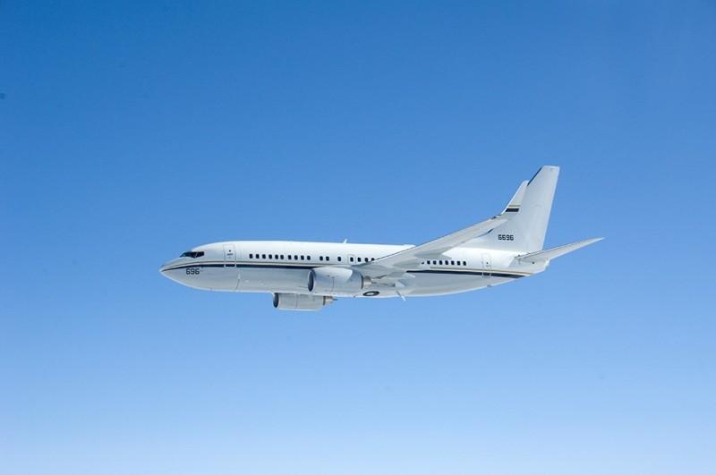 美軍C-40A運輸機飛越台灣上空! 沿著西海岸航行