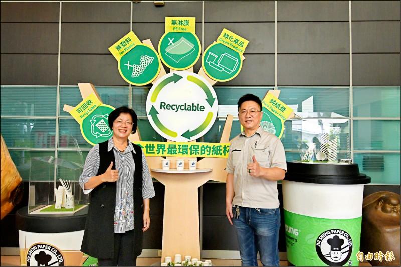 彰化縣長王惠美(左)走訪彰化中小企業,肯定他們選擇根留彰化,在疫情期間創造新契機。(記者陳冠備攝)