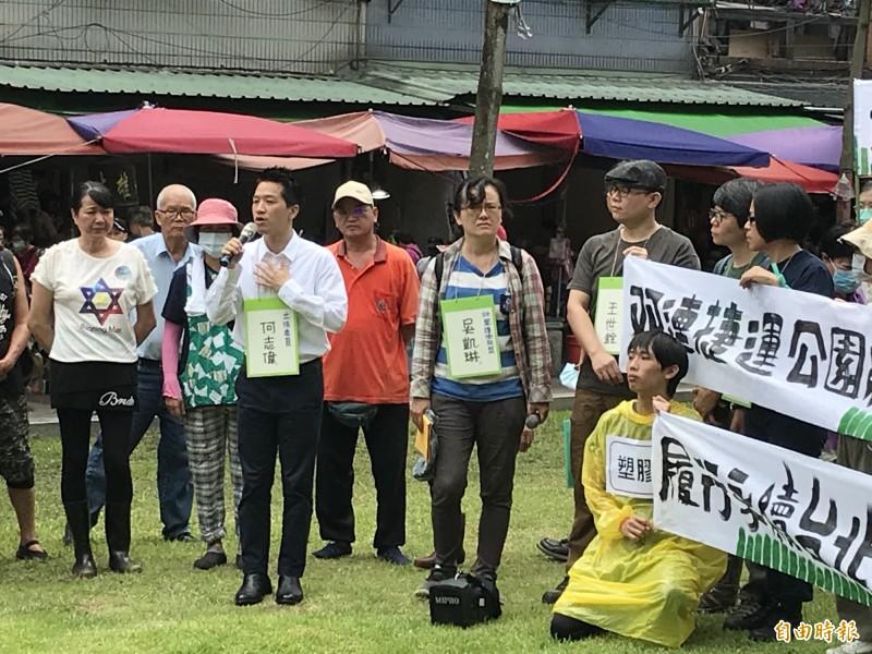 何志偉說,這次有4000多位市民連署,希望保留呼吸的自由,而綠地就是最好的空氣濾清器。(記者蔡思培攝)