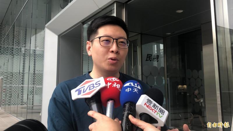 桃園市議員王浩宇上週六在臉書貼文「力挺韓國瑜!許崑源晚間跳樓身亡。」雖刪文道歉,但仍引發韓國瑜及藍營支持者不滿,並發起罷免王浩宇活動。(資料照)