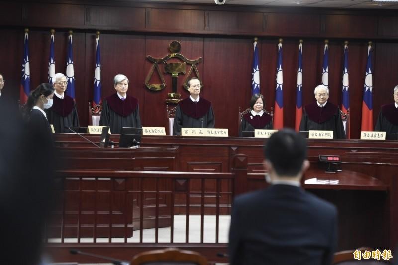 大法官上月29日對通姦除罪釋憲案做出第791號解釋,且打破慣例,首度在憲法法庭由大法官會議主席、司法院長許宗力宣示釋憲文。(資料照)