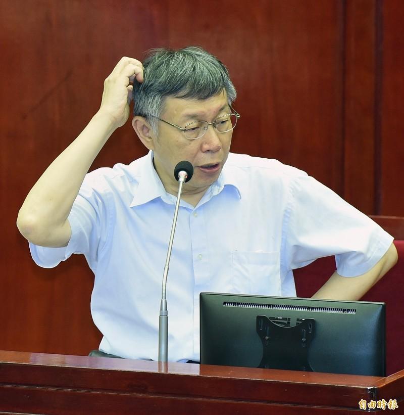 議員要求全面移除公家場地上的蔣介石與蔣經國銅像,台北市長柯文哲回答說,沒事就沒事,何必搞得烏煙瘴氣,時間到了就會解決、消失了。(記者廖振輝攝)