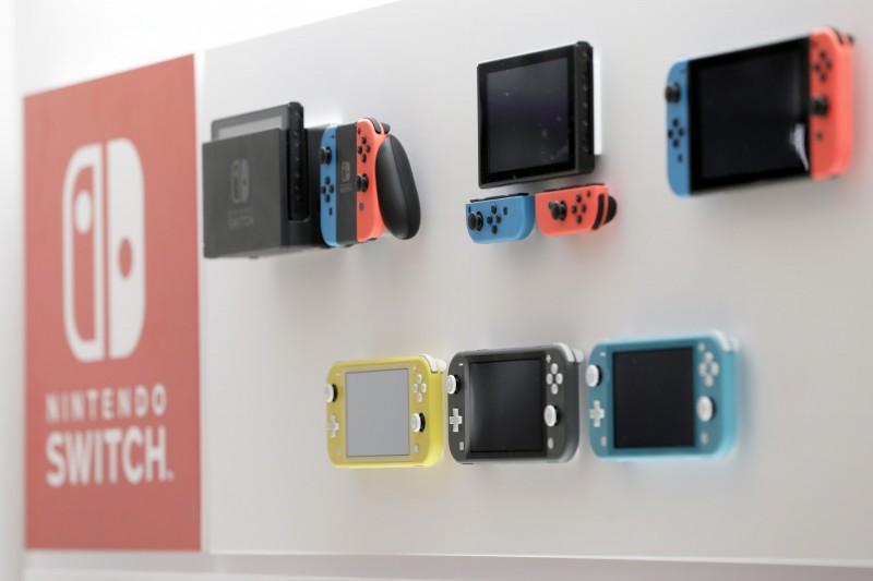 男大生想買switch遊戲機找不到錢包,意外發現媽媽仍每月匯錢。(彭博)