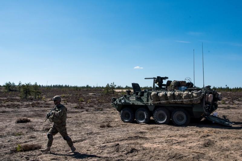 通用動力地面系統獲得美國軍方約新台幣733.5億元合約,打造全新雙V型史崔克裝甲車,預計2027年4月30日前完成,圖為美軍史崔克裝甲車。(路透)